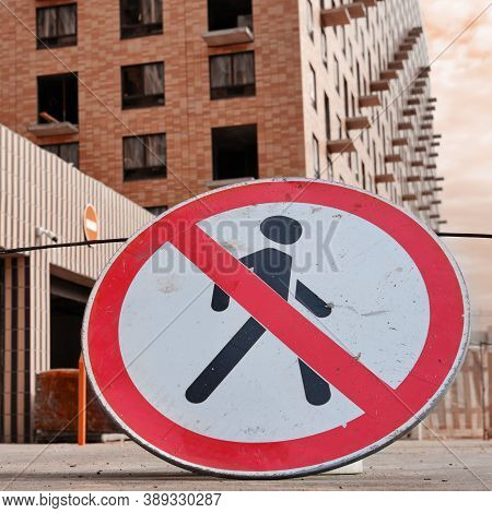 The Passageway Sign Is Closed To A Building Under Constructio, Lifestyle Close Upn