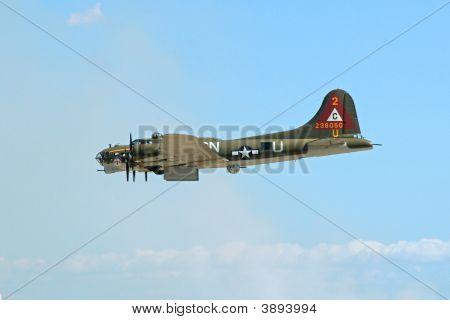 B-17 Making Bomb Run