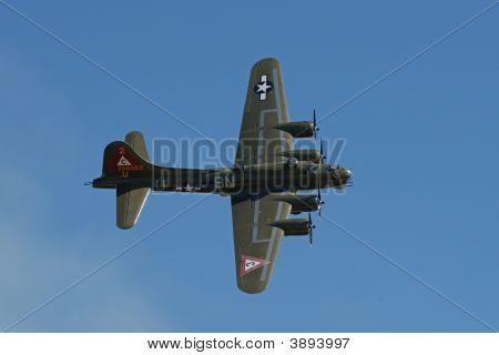 B-17 In Steep Right Turn