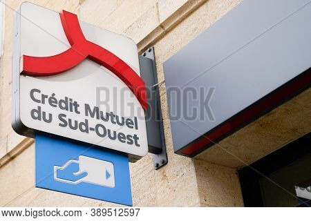 Bordeaux , Aquitaine / France - 10 10 2020 : Credit Mutuel Du Sud Ouest Sign Text And Logo On Bank S