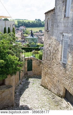 Saint Emilion, Bordeaux / France - 06 19  2018 : Bordeaux Wine Routes Vineyard Of Saint-emilion Unes