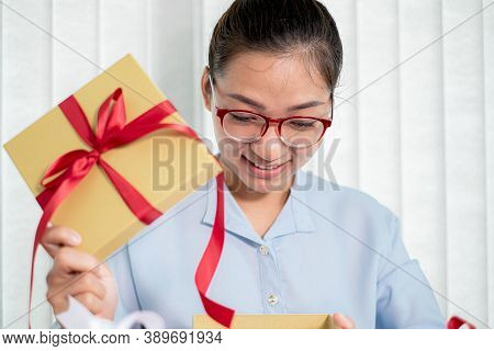 Asian Women Happy To Open Surprise Boxes Are Stunned With Excitement, Joy, And Smile On Holidays, Ch