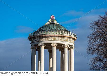 Monopteros - Greek Style Temple In Englischer Garten. Munich In Germany