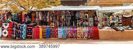 Santa Fe, Nm / Usa - September 20, 2016: One Of Many Outdoor Markets, Bazaars And Shops Around The P