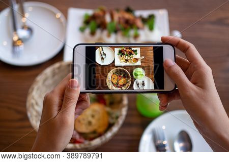 Women Use Mobile Phones To Take Pictures Of Food Or Take Live Video On Social Networking Application