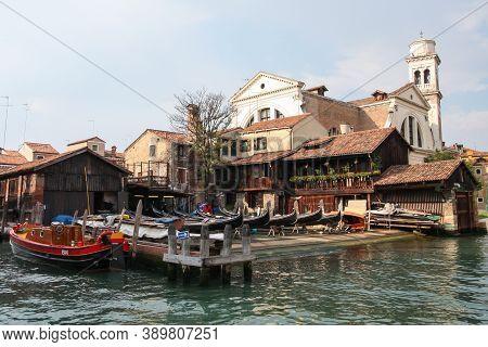 Dorsoduro, Venice, Italy Sept 3 2008: Squero Di San Trovaso (boatyard) Gondola Workshop Near The Zat