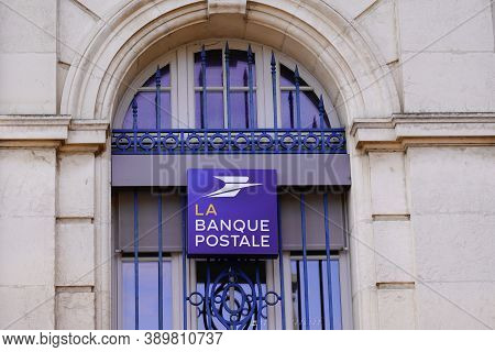 Bordeaux , Aquitaine / France - 10 10 2020 : La Banque Postale Logo And Text Sign Blue Front Of Offi