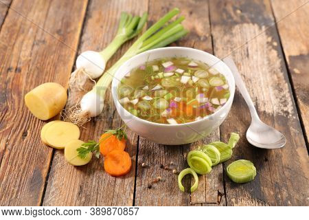 vegetable soup- broth and vegetable