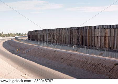 El Paso, Texas Usa-october 11, 2020: Fence Along The U.s. Mexican Border In El Paso, Texas.