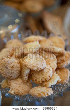 Small biscuits