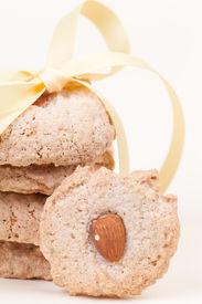 Five Almond Cookies