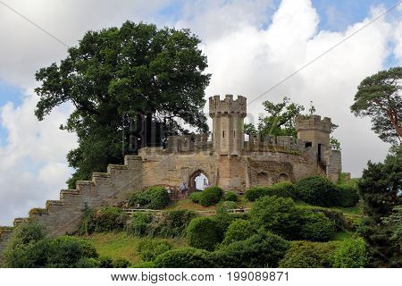 Warwick, Uk - July 22 2017: Visitors On The Battlements And Tower At Warwick Castle