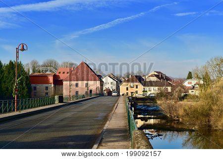 Scey-sur-Saône-et-Saint-Albin, Haute-Saône, Vesoul,  Burgundy, Bourgogne-Franche-Comté. View to the village over the bridge.