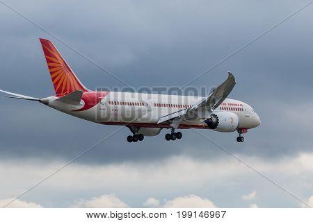 London UK - August 8 2017: Boeing 787 dreamliner landing at London Heathrow airport