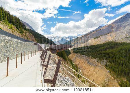 columbia icefield skywalk athabasca glacier west canada