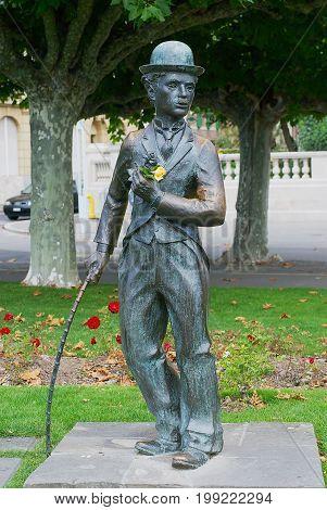 VEVEY, SWITZERLAND - SEPTEMBER 23, 2007: Bronze statue of famous actor Charlie Chaplin on the promenade in Vevey, Switzerland.