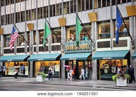 Barnes Noble, New York