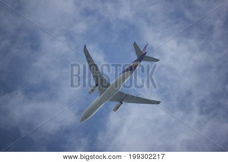 Hs-tba Airbus A330-300 Of Thaiairway Tg103