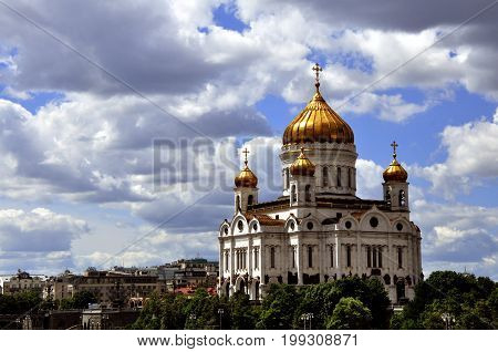 By design of K. A. ton, the Cathedral of Christ the Savior was to be the structure that combines the traditions of classic examples, and features of Vladimir-Suzdal architecture. Having characteristic for Russia, silhouette of five-domed Cathedral, the Ch