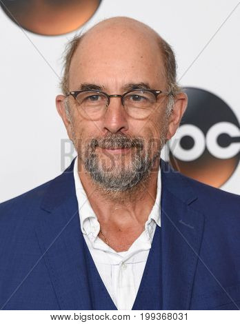 LOS ANGELES - AUG 06:  Richard Schiff arrives for the ABC TCA Summer Press Tour 2017 on August 6, 2017 in Beverly Hills, CA
