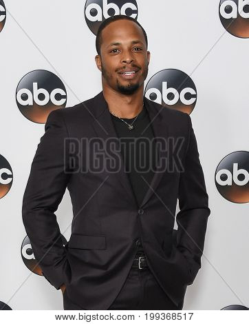 LOS ANGELES - AUG 06:  Cornelius Smith Jr. arrives for the ABC TCA Summer Press Tour 2017 on August 6, 2017 in Beverly Hills, CA