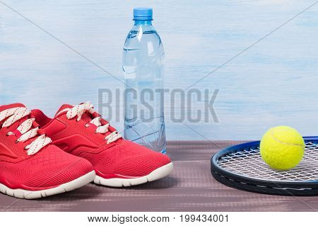 Set for playing tennis with red sneakers