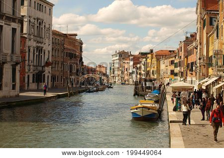 Torists in Venice Italy12th June 2017. As part of a continued effort to protect the city from runaway tourism, the authorities in Venice have said they will prevent new holiday accommodation from opening up in its historic centre.