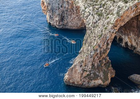 Boat trip around the Blue grotto in Malta