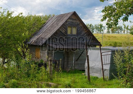 Old wooden house that will soon collapse