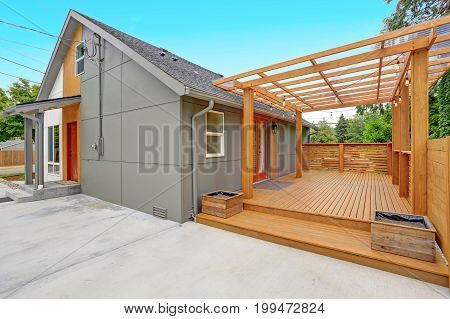 Completely Renovated Modern Home In Everett