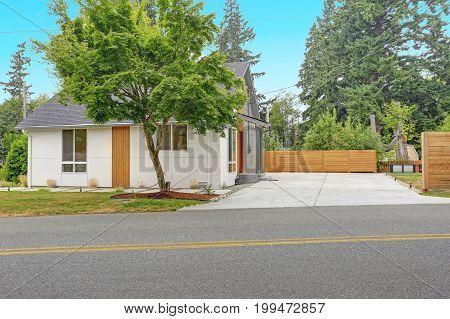 Completely Renovated Modern Home In Everett