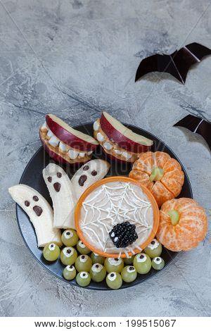 Healthy Fruit Halloween Treats. Banana Ghosts and Clementine Orange Pumpkins, Apple Monster Mounts and Spider Web