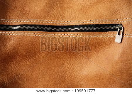 Zip and surface details of the leather bag.