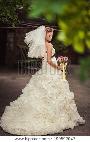 Beautiful Bride With A Bouquet Of Purple Callas
