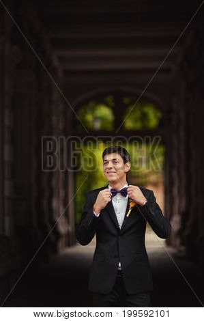 Groom In A Bow Tie And Boutonniere With Callas Outdoors