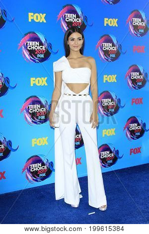 LOS ANGELES - AUG 13:  Victoria Justice at the Teen Choice Awards 2017 at the Galen Center on August 13, 2017 in Los Angeles, CA