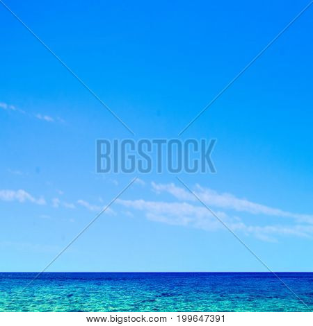 Beautiful tropical sea and sky - Summer scene background