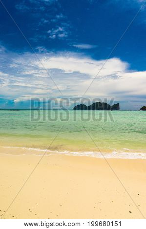 Idyllic Scene Vacation Wallpaper