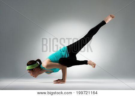 Professional Yoga Dancer Display Powerful Force