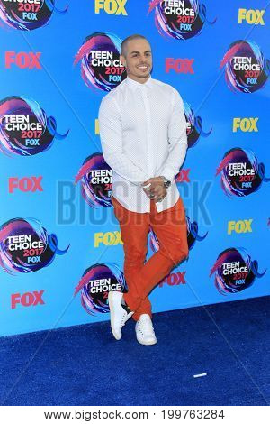 LOS ANGELES - AUG 13:  Casper Smart at the Teen Choice Awards 2017 at the Galen Center on August 13, 2017 in Los Angeles, CA