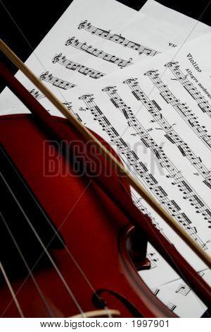 Angleviolinbowsheetmusicclose
