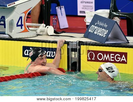 Hong Kong China - Oct 30 2016. Katinka HOSSZU (HUN) and SCHMIDT Sierra (USA) after the Women's Freestyle 400m Final. FINA Swimming World Cup Victoria Park Swimming Pool.
