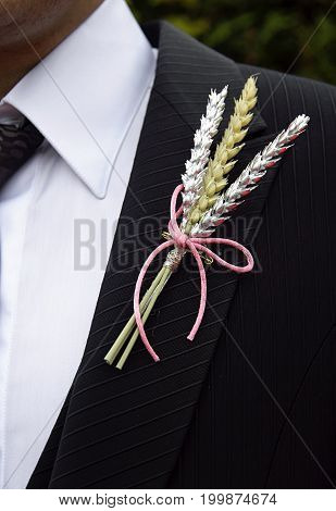 Dressing and accessories detail in a wedding