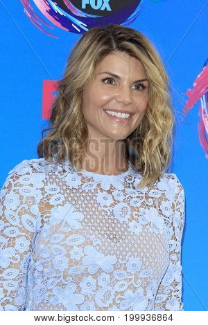 LOS ANGELES - AUG 13:  Lori Loughlin at the Teen Choice Awards 2017 at the Galen Center on August 13, 2017 in Los Angeles, CA