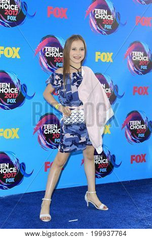 LOS ANGELES - AUG 13:  Elliana Walmsley at the Teen Choice Awards 2017 at the Galen Center on August 13, 2017 in Los Angeles, CA