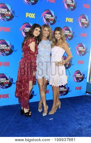 LOS ANGELES - AUG 13:  Olivia Giannulli, Lori Loughlin, Isabella Giannulli at the Teen Choice Awards 2017 at the Galen Center on August 13, 2017 in Los Angeles, CA