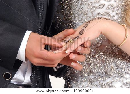 bride rings ring groome bride fete hands