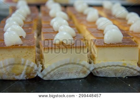 A Delicious Mini Caramel Cheese Cake With Fruit