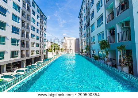 Low Rise 8 Floor Modern Condominium Building With Swimming Pool