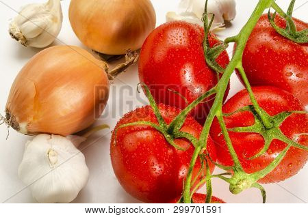 Ingredients To Make A Delicious Organic Tomato Sauce
